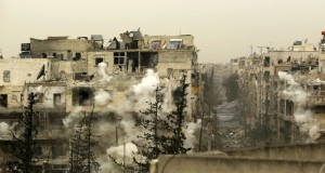 Smoke rises after a shell fell on a building that forces loyal to Syria's president Bashar Al-Assad are located in, after being fired from rebel fighters in the Seif El Dawla neighbourhood in Aleppo March 28, 2015. REUTERS/Rami Zayat - RTR4V9JS