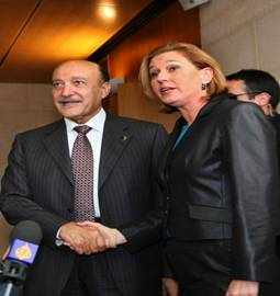 Israeli Foreign Minister Tzipi Livni shakes hand with Egyptian intelligence minister Omar Suleiman prior to their meeting at the Foreign Ministry in Jerusalem on May 12, 2008. Suleiman arrived today in Israel to meet with Israel's leaders to promote a truce between the Jewish state and armed Palestinian factions.